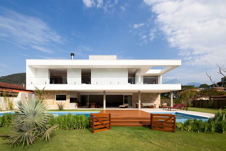 Conrado Ceravolo Arquitetos Casas estilo moderno: ideas, arquitectura e imágenes