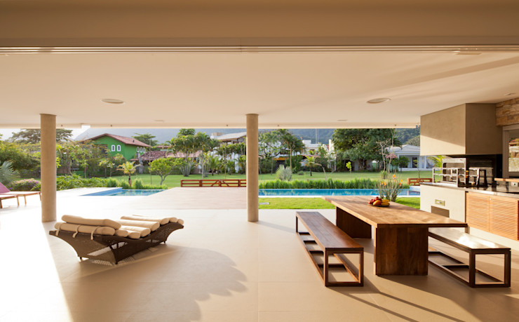 Conrado Ceravolo Arquitetos Modern balcony, veranda & terrace