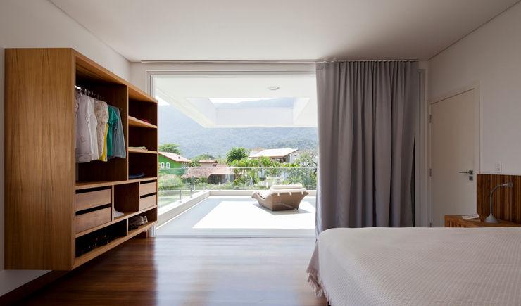 Conrado Ceravolo Arquitetos Modern style bedroom