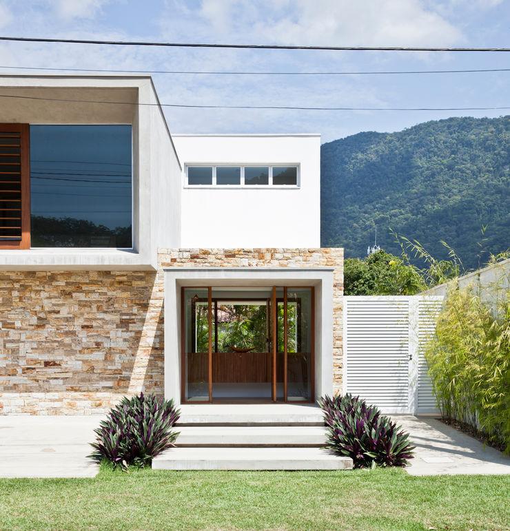 Conrado Ceravolo Arquitetos Modern houses