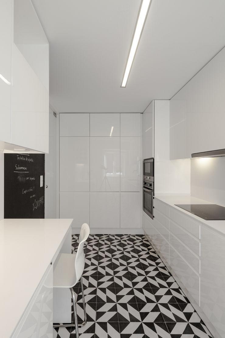 VSS ARQ Cocinas de estilo minimalista