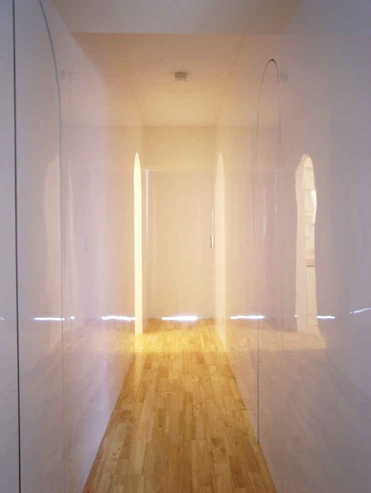 Superimposition House Renovation 高田博章建築設計 Modern Corridor, Hallway and Staircase Wood White
