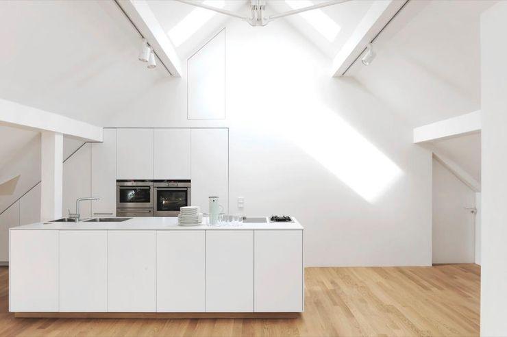 Fürst & Niedermaier, Architekten Modern kitchen Wood White