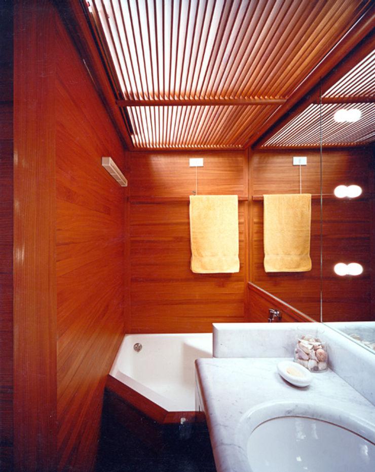 VITTORIO GARATTI ARCHITETTO Modern style bathrooms