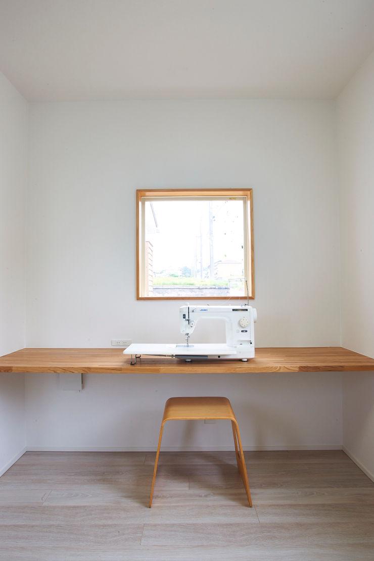 tai_tai STUDIO Ruang Studi/Kantor Modern