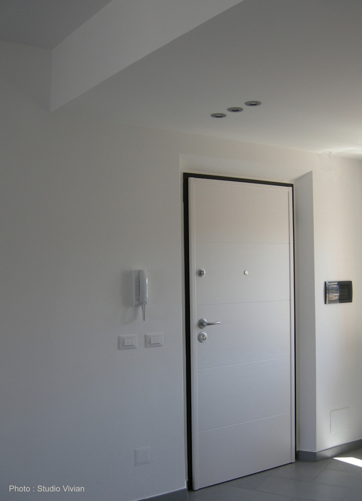 Studio Vivian Modern Corridor, Hallway and Staircase