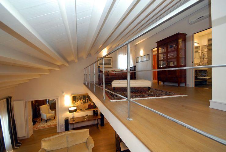 bilune studio Modern Corridor, Hallway and Staircase