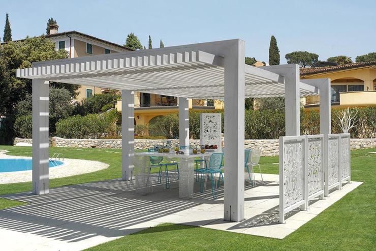 homify Balconies, verandas & terraces Accessories & decoration Wood White