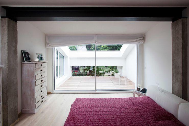 architetto Paolo Larese Dormitorios de estilo moderno