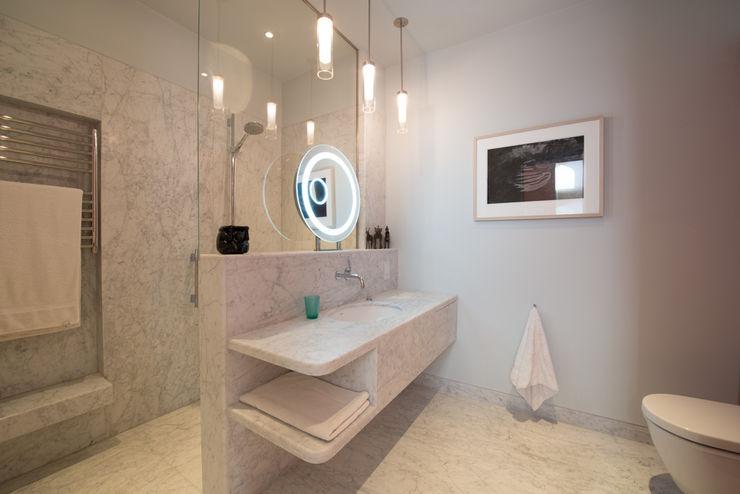 55 The Bomptons ATOM BUILD LTD 現代浴室設計點子、靈感&圖片