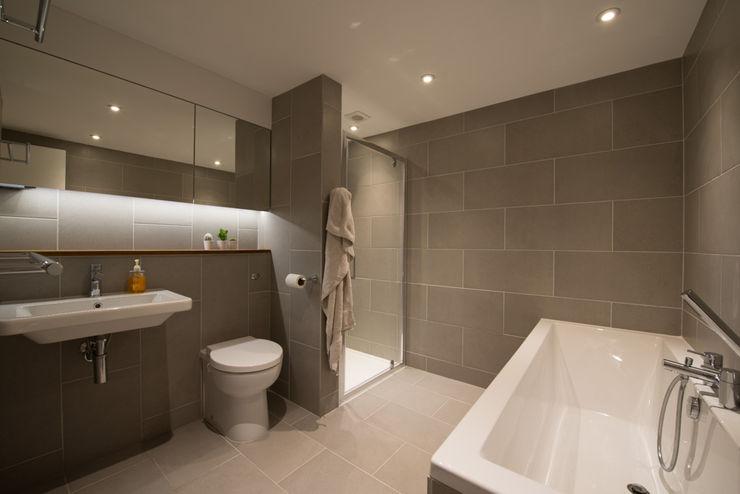 86 Pellarin Road ATOM BUILD LTD Modern Bathroom