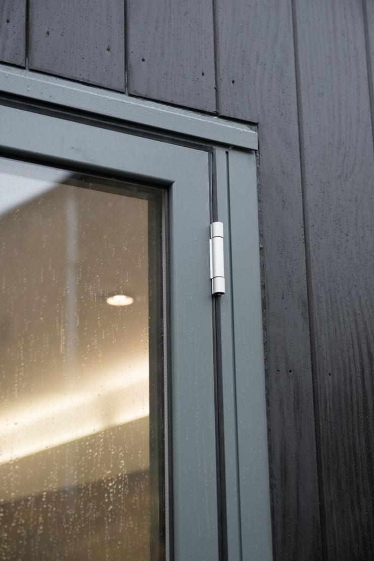 86 Pellarin Road ATOM BUILD LTD Modern Windows and Doors