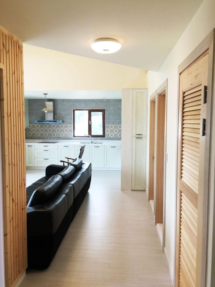 21c housing Mediterranean style living room