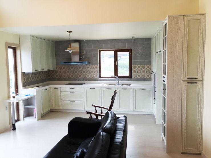 21c housing Mediterranean style dining room