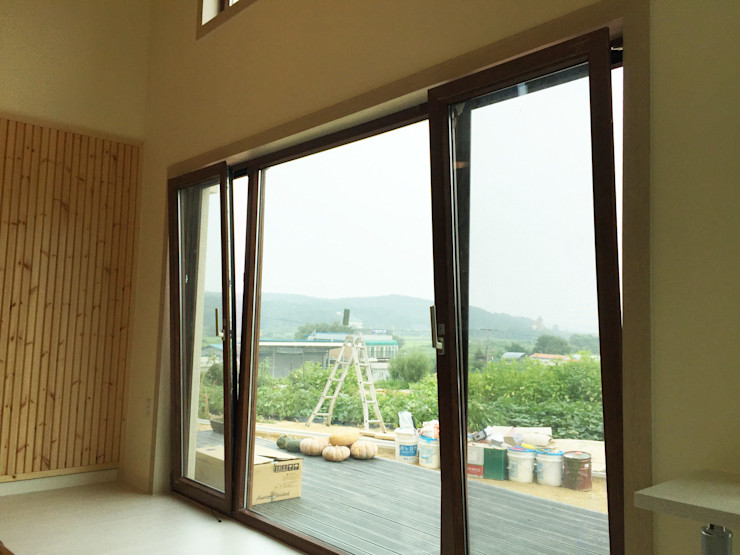 21c housing Mediterranean style balcony, veranda & terrace