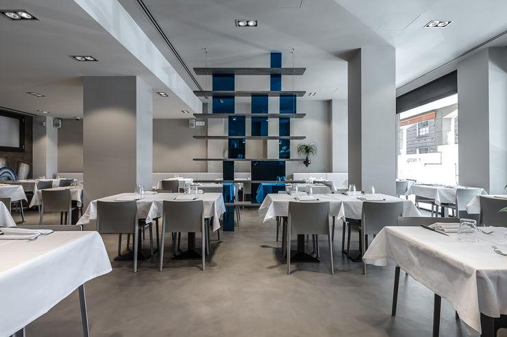 Varie applicazioni della resina negli ambienti Resin srl Sala da pranzo moderna