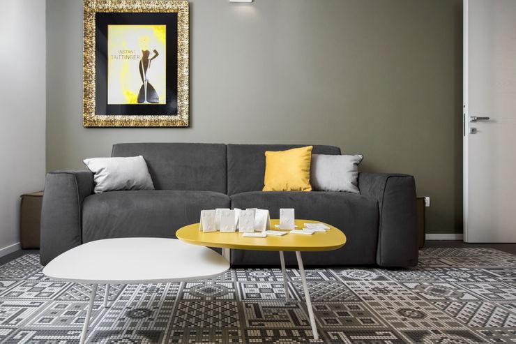 """Double """"Y"""" project: it's young and yellow mood Studio Andrea Castrignano Soggiorno moderno"""