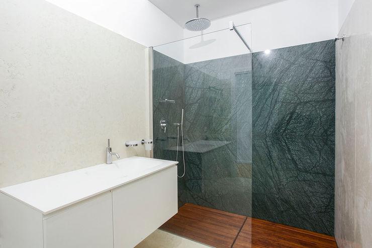 AM3 Architetti Associati Casas de banho modernas Mármore Verde