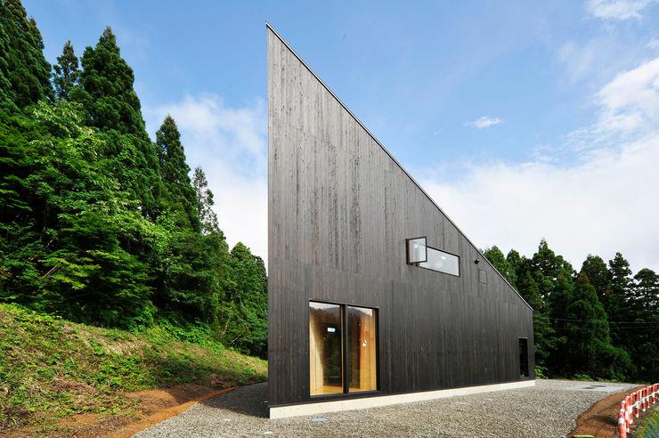 オーストラリア・ハウス 山本想太郎設計アトリエ オリジナルな 家 木 黒色