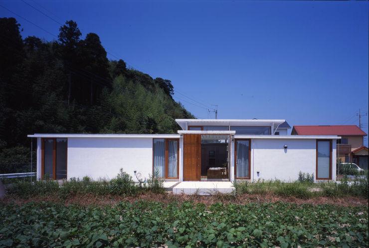 土の器:大網白里町の家 AIRアーキテクツ建築設計事務所 モダンな 家 白色