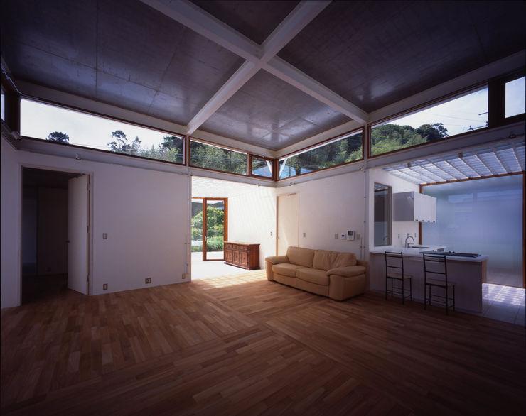 土の器:大網白里町の家 AIRアーキテクツ建築設計事務所 モダンデザインの リビング