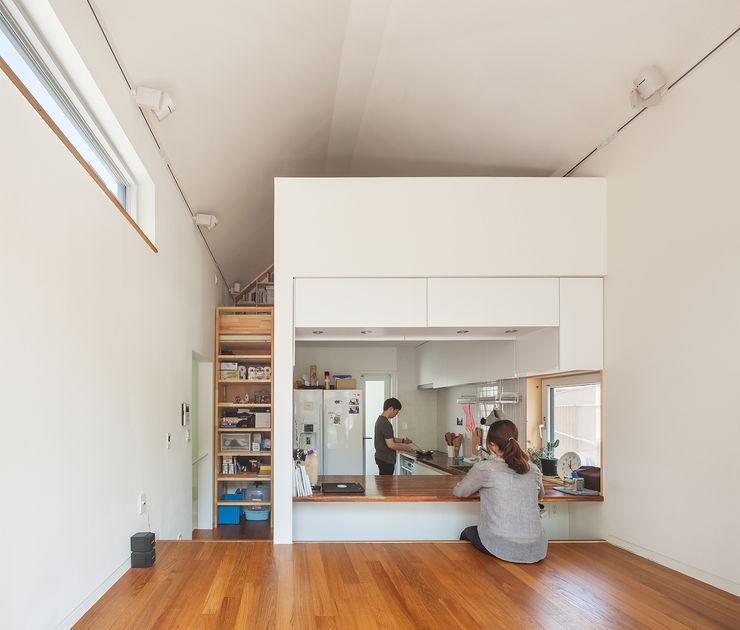 OBBA 现代客厅設計點子、靈感 & 圖片