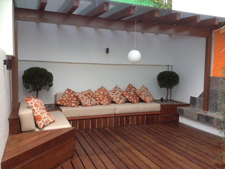 F.arquitectos Moderne balkons, veranda's en terrassen