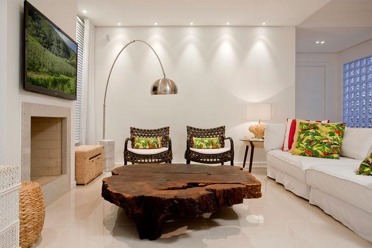 Karla Silva Designer de Interiores Salones de estilo tropical