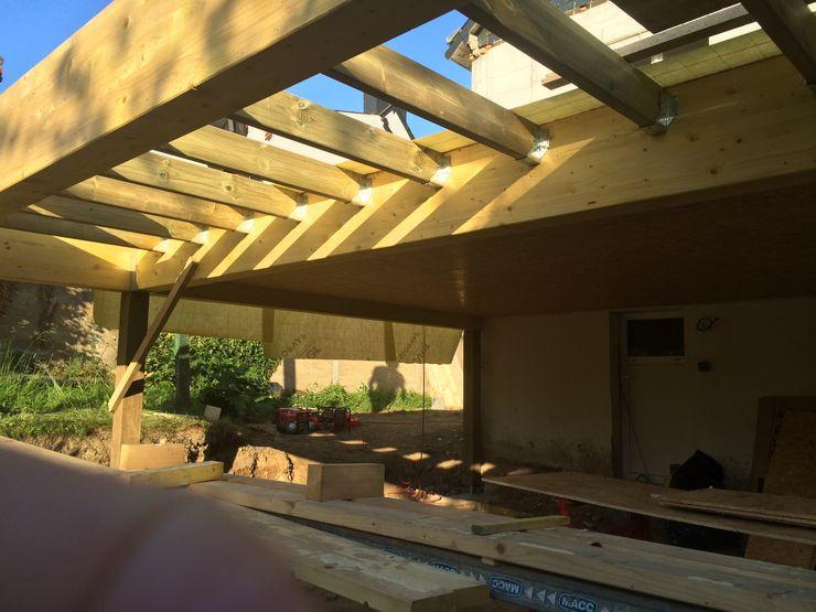 Extension ossature bois sur pilotis BCM Balcon, Veranda & Terrasse modernes