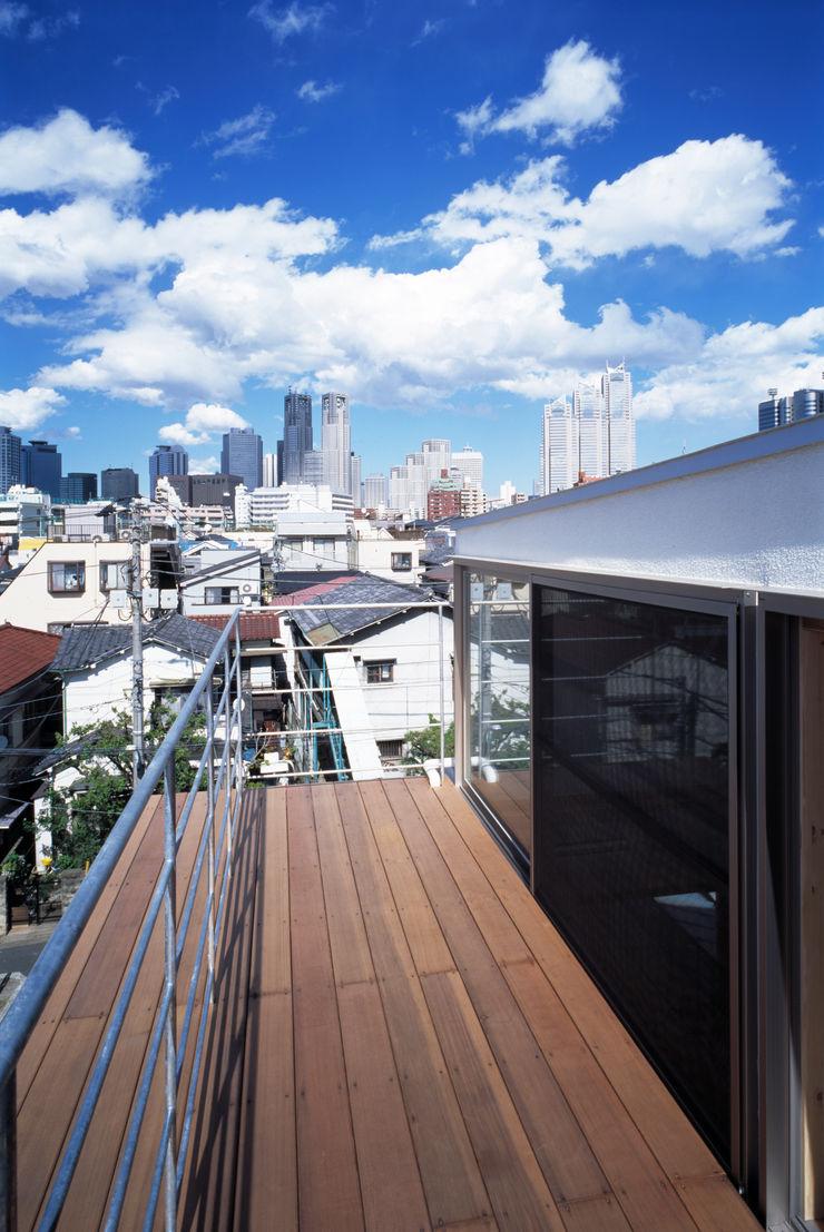 桐山和広建築設計事務所 Modern balcony, veranda & terrace