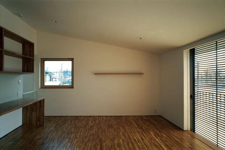 桐山和広建築設計事務所 Modern nursery/kids room