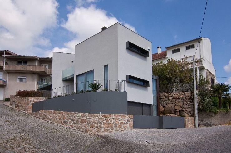 136F - Arquitectos Casas de estilo moderno Gris