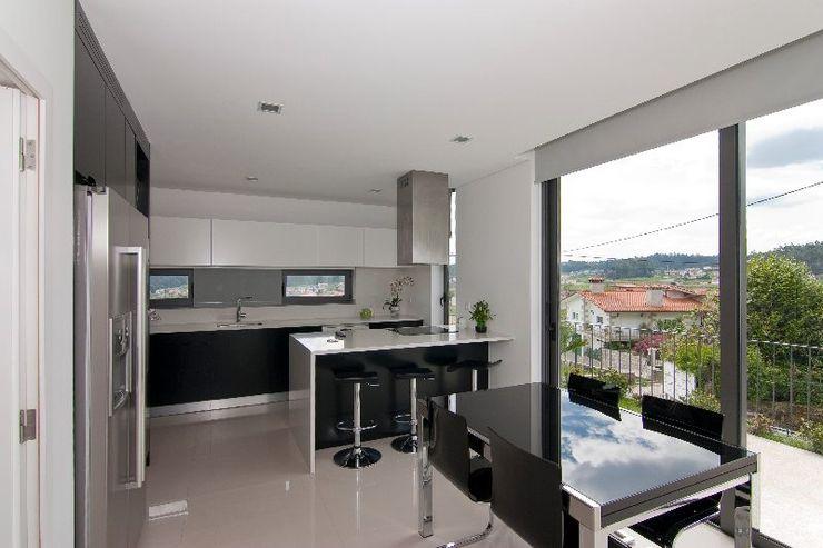 136F - Arquitectos Cocinas de estilo moderno Blanco