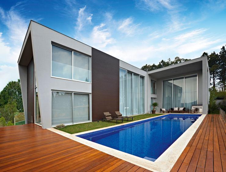 Márcia Carvalhaes Arquitetura LTDA. Modern pool