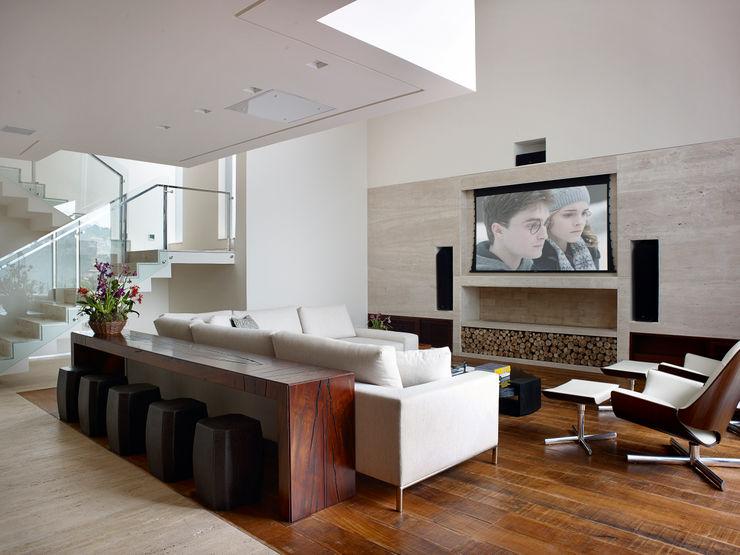 Márcia Carvalhaes Arquitetura LTDA. Modern media room