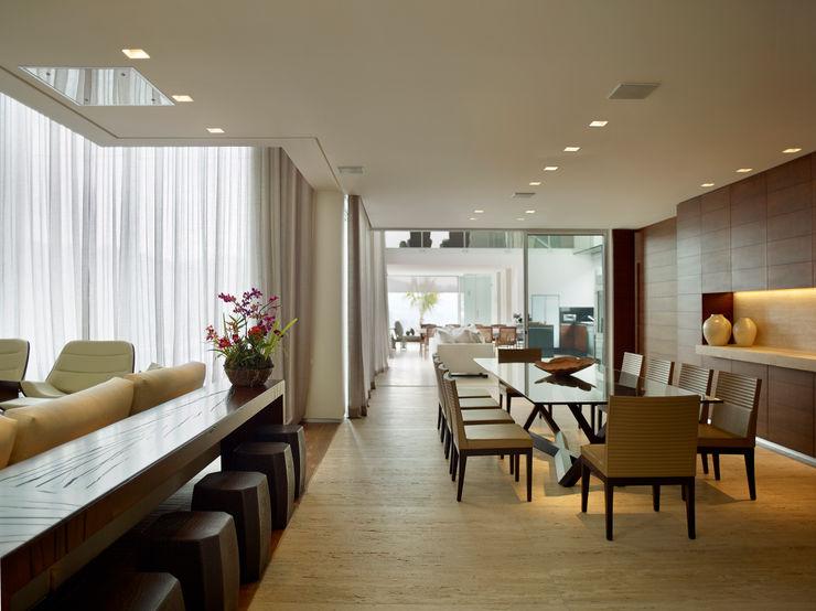 Márcia Carvalhaes Arquitetura LTDA. Modern dining room