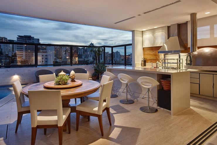 Isabela Canaan Arquitetos e Associados Modern balcony, veranda & terrace