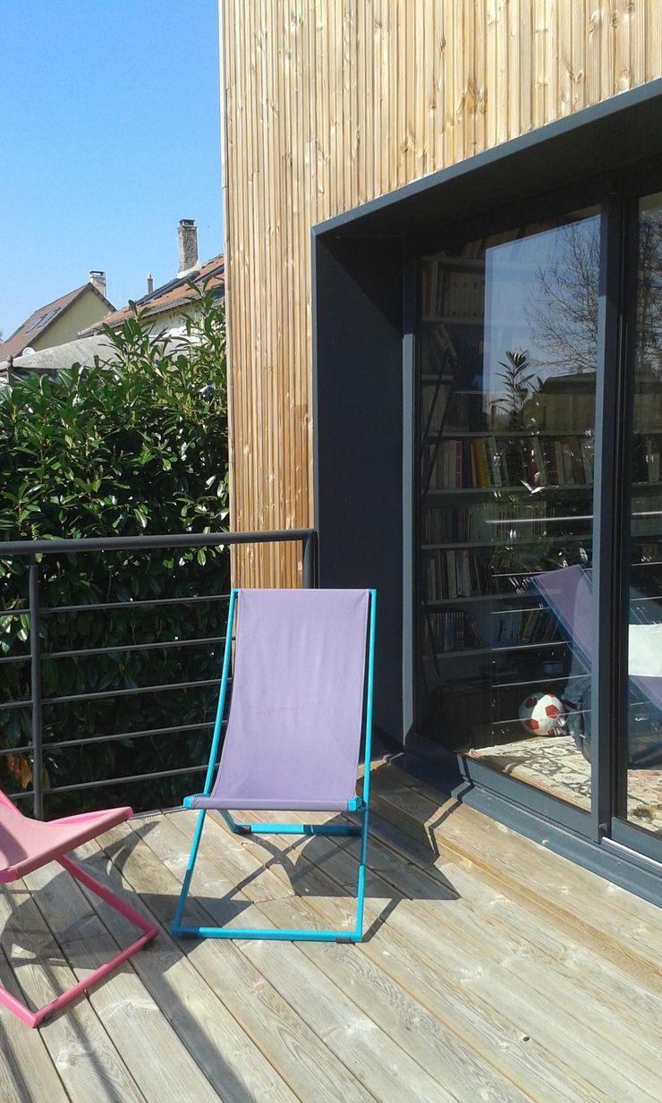 Sur-élévation à Ossature Bois AADD+ Balcon, Veranda & Terrasse modernes