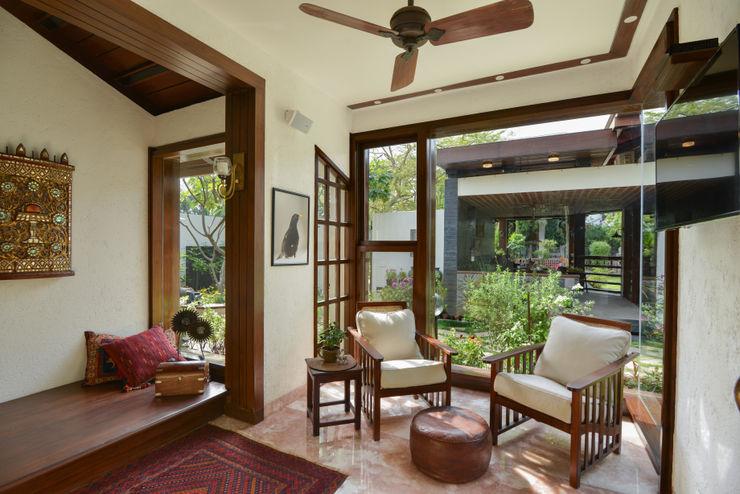 Juanapur Farmhouse monica khanna designs SalasSalas y sillones