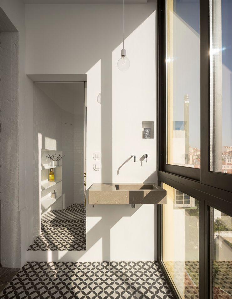 Príncipe real apartment lisbon fala Modern Windows and Doors