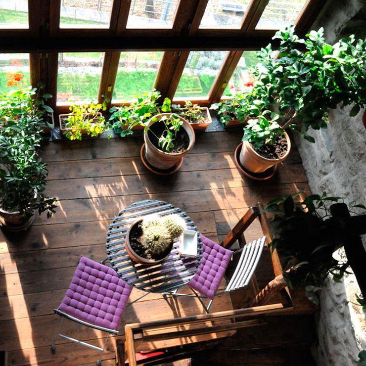 La casa del sasso ArchitetturaTerapia® Giardino d'inverno in stile rurale Legno