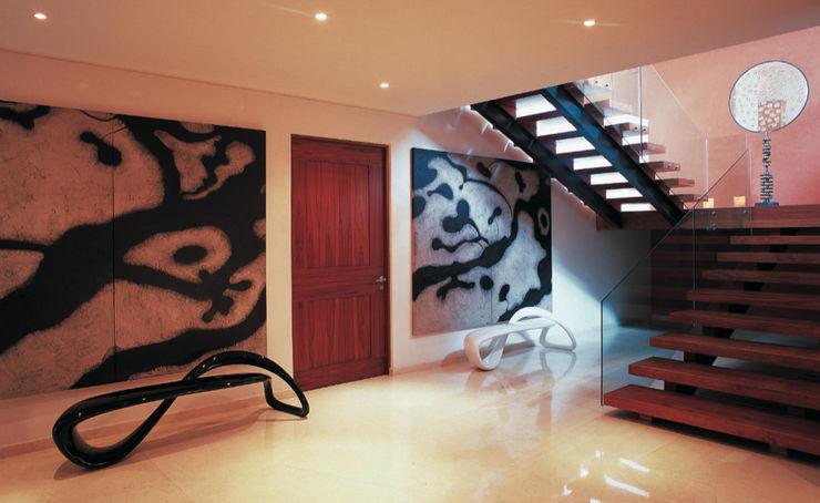 Olivia Aldrete Haas Corredores, halls e escadas modernos