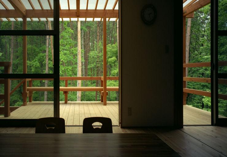 自然体で暮らすvol.2 スタジオ・ベルナ カントリーデザインの テラス 木