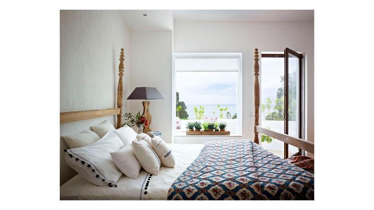 Villa San Diego Alejandro Giménez Architects Спальня в средиземноморском стиле