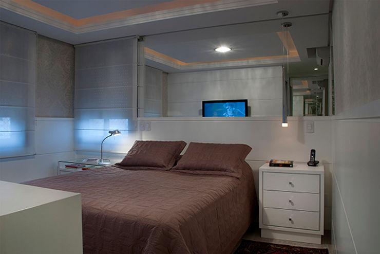 Angela Ognibeni Arquitetura e Interiores Спальня в стиле модерн