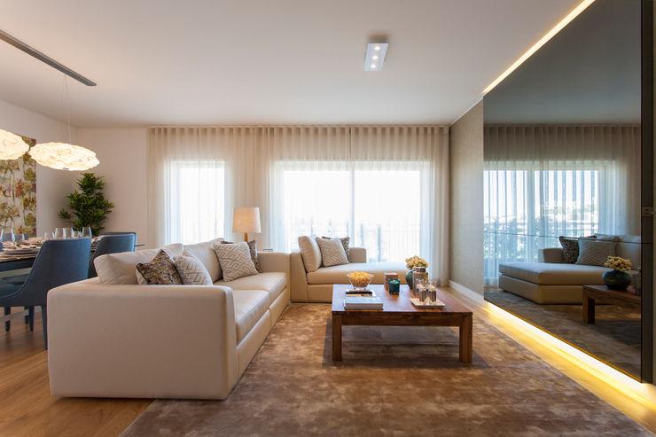 Traço Magenta - Design de Interiores Modern Living Room
