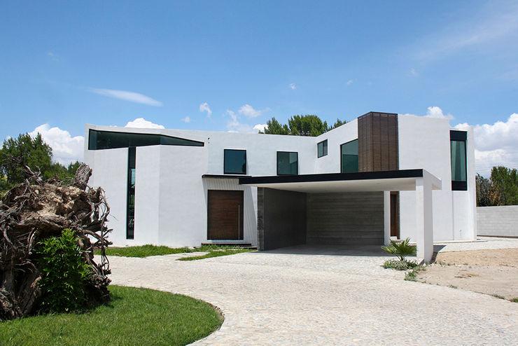 Fachada principal Narda Davila arquitectura Casas modernas Blanco