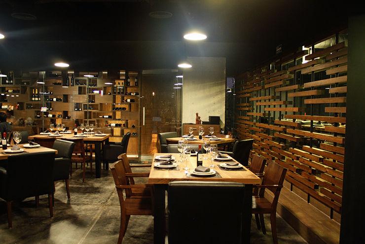 Restaurante Asador 35 Narda Davila arquitectura Gastronomía de estilo moderno Madera Acabado en madera