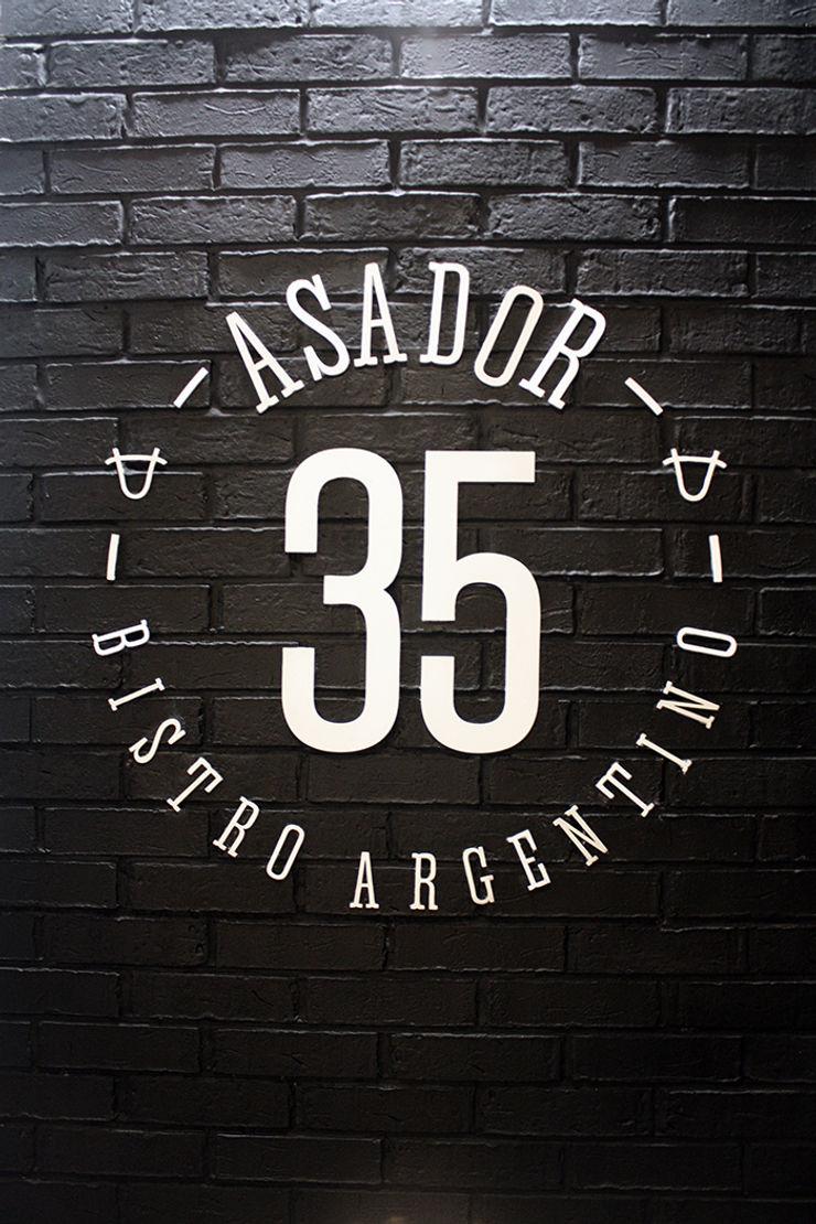 ASADOR 35 Narda Davila arquitectura Gastronomía de estilo moderno Hierro/Acero Negro