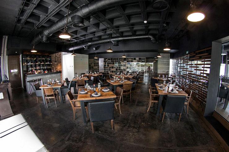 Restaurante Asador 35 Narda Davila arquitectura Gastronomía de estilo moderno Hierro/Acero Negro